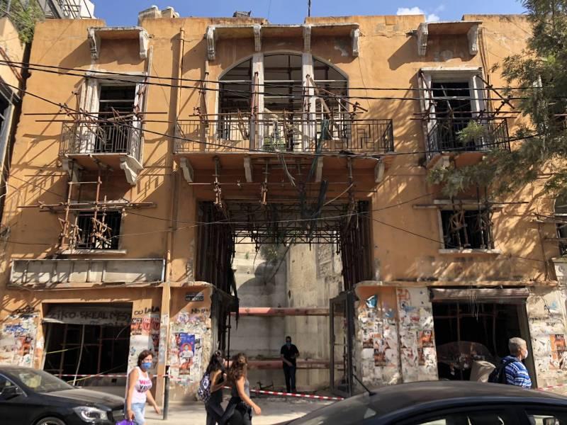 Dans les quartiers sinistres de Beyrouth, l'immobilier suscite deja l'interet des acheteurs